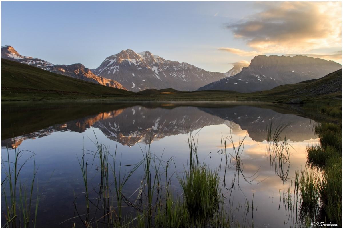 """<p align=""""center""""><b>Photo prise en Savoie (73), à Plan du Lac, vers La Chavière.</b></p>"""
